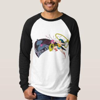 ワンダーウーマン対ロボット Tシャツ
