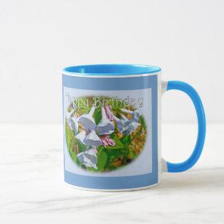 ヴァージニアBluebellsのハッピーバースデーによって調整される項目 マグカップ