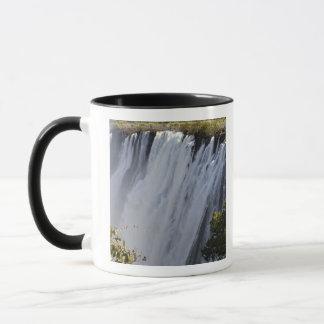 ヴィクトリア滝のZambesiの川、ザンビア マグカップ