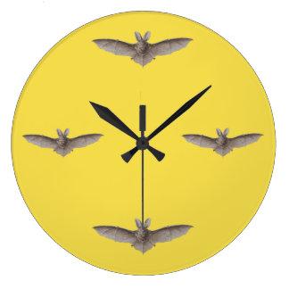 ヴィンテージのこうもりの時間黄色の収穫月 ラージ壁時計