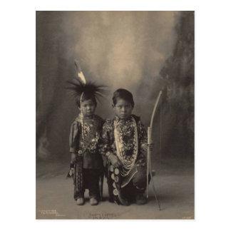 ヴィンテージのインディアン: 2少しブレーブス、嚢及びキツネ- ポストカード