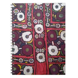 ヴィンテージのインドのハンドメイドの織物のプリント ノートブック