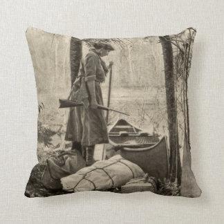 ヴィンテージのウィンチェスターの火器銃の家の装飾の枕 クッション