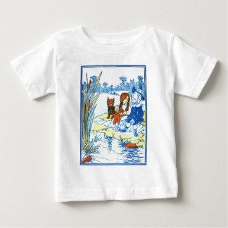 ヴィンテージのオズの魔法使いのイラストレーション-池 ベビーTシャツ