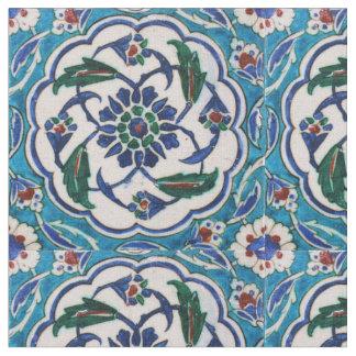 ヴィンテージのオットマンのIsnikの青および白い花のタイル ファブリック