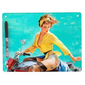 ヴィンテージのオートバイのライダーのGil Elvgrenのピンナップの女の子 キーホルダーフック付きホワイトボード
