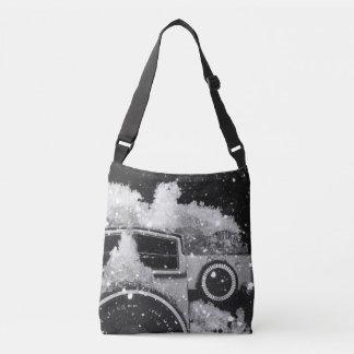ヴィンテージのカメラの雪の嵐 クロスボディバッグ