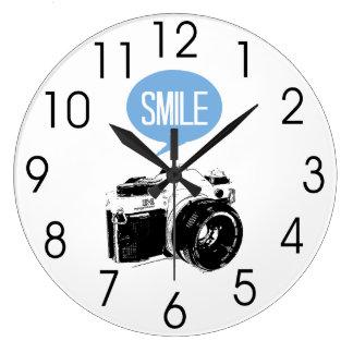 ヴィンテージのカメラ、スマイルの文字の気球、カメラマン ラージ壁時計