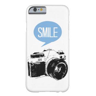 ヴィンテージのカメラ、スマイルの文字の気球、カメラマン BARELY THERE iPhone 6 ケース