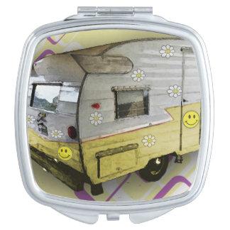 ヴィンテージのキャンピングカートレーラーのコンパクトの鏡
