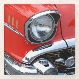 ヴィンテージのクラシックで赤い車 ガラスコースター