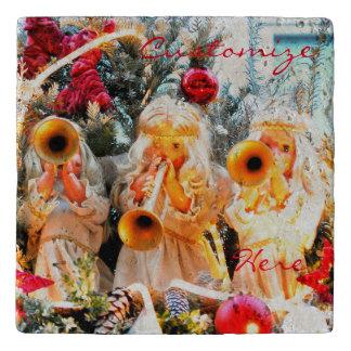 ヴィンテージのクリスマスの天使のトランペットを吹くこと トリベット