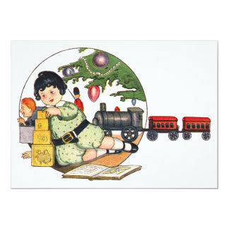 ヴィンテージのクリスマス、おもちゃによって遊んでいる幸せな男の子 12.7 X 17.8 インビテーションカード