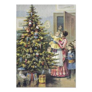 ヴィンテージのクリスマス、木のまわりのビクトリアンな家族 12.7 X 17.8 インビテーションカード