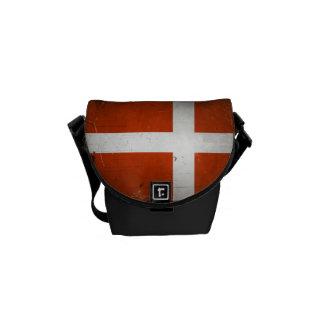 ヴィンテージのグランジなデンマークの旗 クーリエバッグ