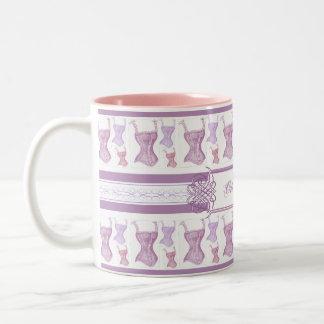 ヴィンテージのコルセットのOh LaのLaのフランスのな紫色 ツートーンマグカップ