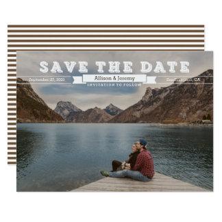ヴィンテージのゴシック体のセピア色の写真の保存日付 カード