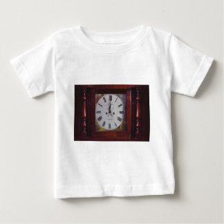 ヴィンテージのスイスの柱時計のエレガントなデザインの日焼けのボーダー ベビーTシャツ