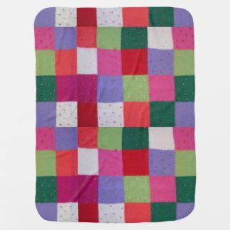 ヴィンテージのスタイルによって編まれるパッチワークはカラフルを平方します ベビー ブランケット