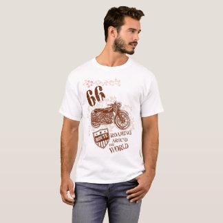 ヴィンテージのスタイルのブラウンのオートバイのデザイン Tシャツ