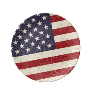 ヴィンテージのスタイルの米国旗のグランジな一見 磁器プレート