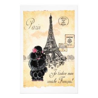 ヴィンテージのスタイルの黒のプードルのエッフェル塔のプリント 便箋
