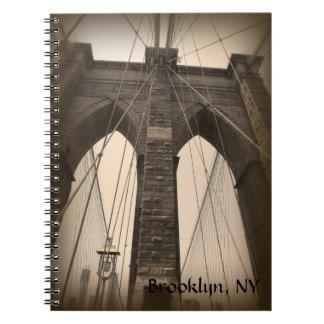 ヴィンテージのセピア色のブルックリン橋 ノートブック