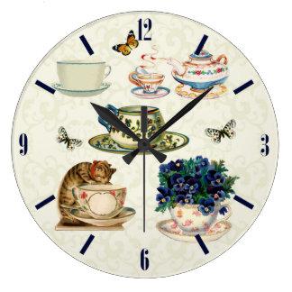ヴィンテージのティーカップ及び茶ポットの蝶柱時計 ラージ壁時計