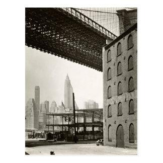 ヴィンテージのニューヨークシティのスカイラインのブルックリン橋 ポストカード