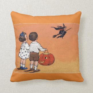 ヴィンテージのハロウィンの魔法使いおよび子供の装飾用クッション クッション