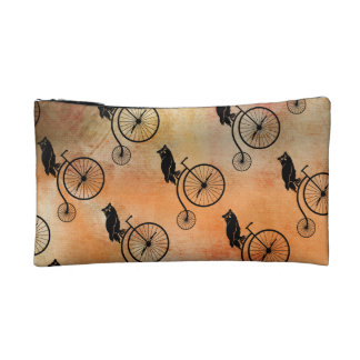 ヴィンテージのバイクに坐っているフクロウ コスメティックバッグ