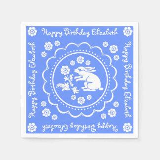 ヴィンテージのバニーウサギの青く白くカスタムな誕生日 スタンダードカクテルナプキン