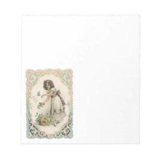 ヴィンテージのビクトリアンなバレンタインデー、バラを持つ女の子 ノートパッド