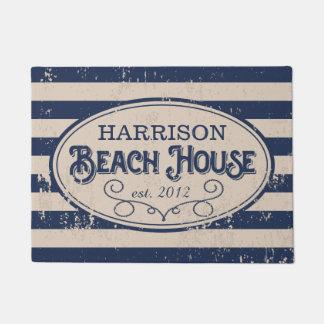 ヴィンテージのビーチハウスの名前入りな濃紺 ドアマット