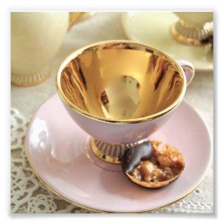 ヴィンテージのピンクおよび金ゴールドのコーヒーカップの写真のプリント フォトプリント