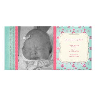 ヴィンテージのピンクの花の誕生の発表 カスタマイズフォトカード
