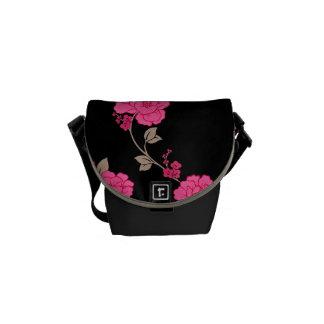 ヴィンテージのピンクの花 メッセンジャーバッグ