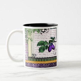 ヴィンテージのプラムフルーツのコラージュ ツートーンマグカップ