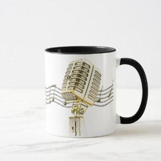 ヴィンテージのマイクロフォンのデザインのコーヒー・マグ マグカップ
