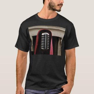 ヴィンテージのマイクロフォンのマント Tシャツ