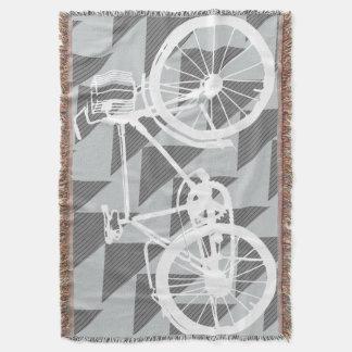 ヴィンテージのモダンな自転車の灰色および白いパターン スローブランケット