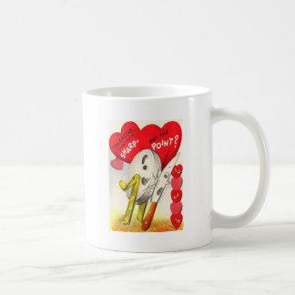 ヴィンテージのレトロのナイフ及び石造りのバレンタインを削ること コーヒーマグカップ