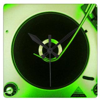ヴィンテージのレトロのレコードプレーヤーの時計 スクエア壁時計