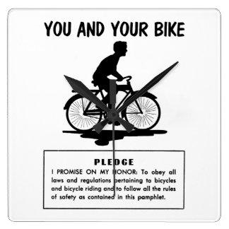 ヴィンテージのレトロの低俗な自転車あなたおよびあなたのバイク スクエア壁時計