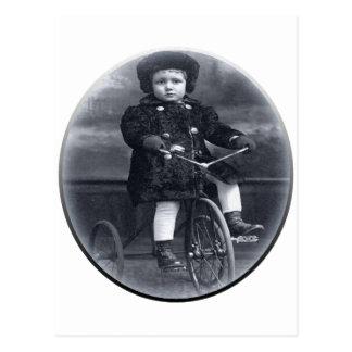 ヴィンテージの三輪車の女の子 ポストカード