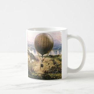 ヴィンテージの交通機関、熱気の気球の飛行船 コーヒーマグカップ