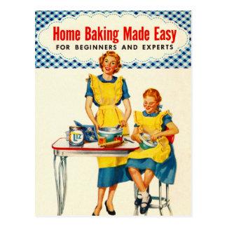 ヴィンテージの低俗な女性のベーキングの家のベーキングは簡単を作りました ポストカード