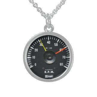 ヴィンテージの円形のアナログの自動回転速度計のネックレス スターリングシルバーネックレス