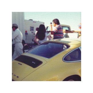 ヴィンテージの写真撮影の黄色のスポーツ・カー キャンバスプリント