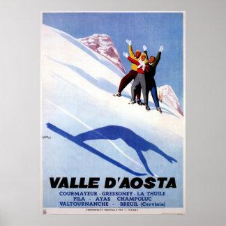 ヴィンテージの冬季スポーツのイタリアンなアルプス旅行 ポスター